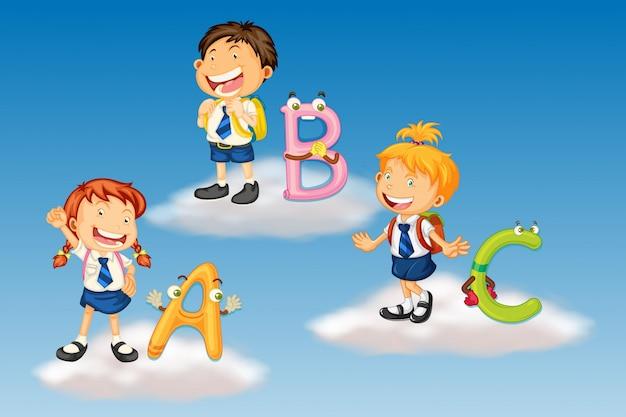 Estudantes em uniforme com alfabetos ingleses