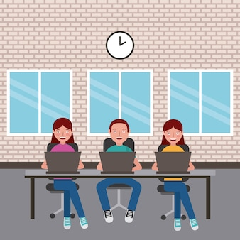 Estudantes menino e meninas sentados com laptops