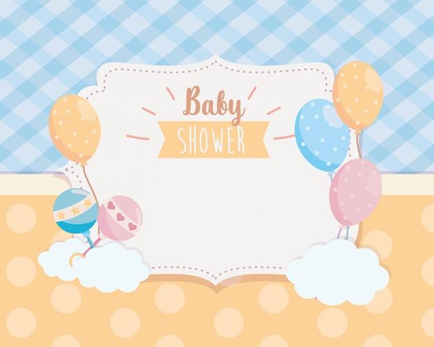 Etiqueta de balões com decoração de chocalhos e nuvens
