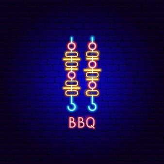 Etiqueta de néon para churrasco. ilustração em vetor de promoção de churrasco.