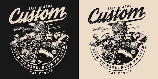 Etiqueta monocromática vintage de motocicleta personalizada com inscrições e esqueleto de motociclista em fundos escuros e claros