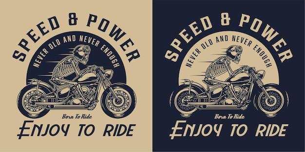 Etiqueta vintage de motocicleta com esqueleto de motociclista andando de moto em estilo monocromático