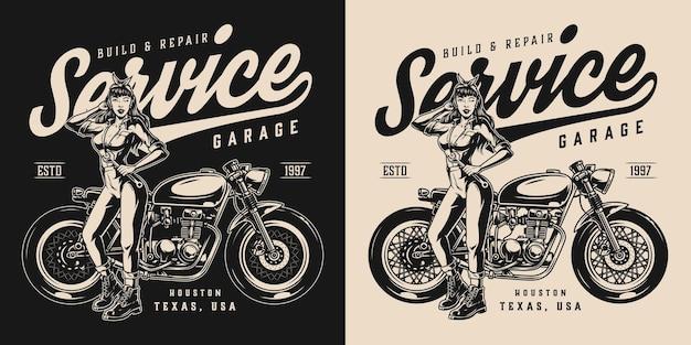 Etiqueta vintage de serviço de garagem para motocicletas com uma linda mulher de uniforme segurando uma chave inglesa e em pé perto da motocicleta