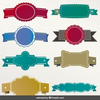 Etiquetas coloridas com fitas