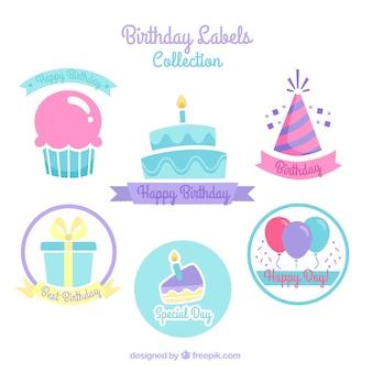 Etiquetas de bolo de aniversário com outros elementos