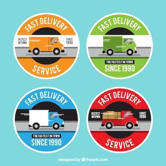 Etiquetas de entrega coloridas com caminhões