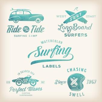 Etiquetas de surf em estilo retro aquarela de vetor, logotipos ou design gráfico de t-shirt com pranchas de surf, carro woodie de surf, silhueta de motocicleta, capacete etc.