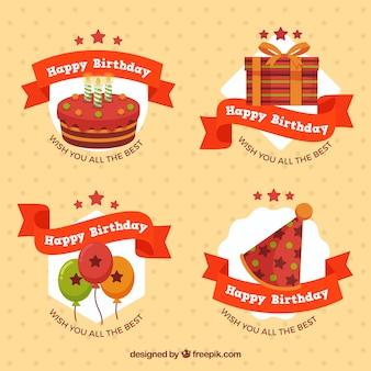 Etiquetas do aniversário com fita vermelha