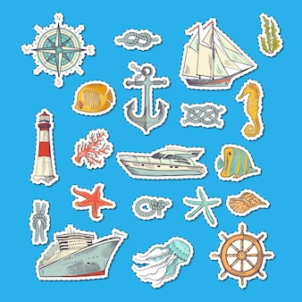 Etiquetas esboçadas coloridas dos elementos do mar.