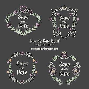 Etiquetas florais de casamento no quadro-negro
