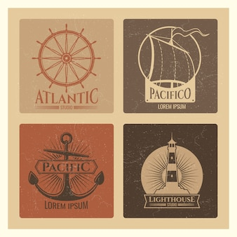 Etiquetas náuticas vintage com farol, barco de mar e âncoras