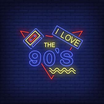 Eu amo noventa letras de néon com cassete de áudio.