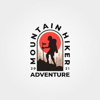 Expedição de aventura vintage com logotipo de montanha de homem caminhando