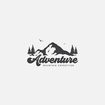 Expedição na montanha e logotipo da aventura na natureza