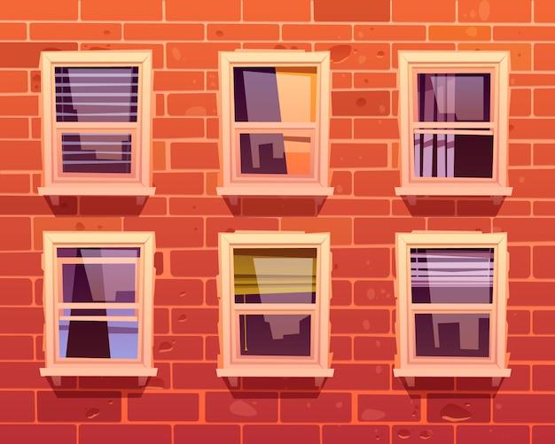 Fachada da casa com parede de tijolos e janelas