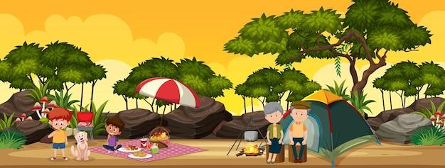 Família acampando na floresta