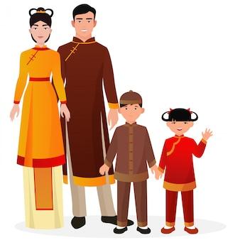 Família chinesa em roupas nacionais tradicionais