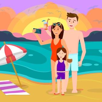 Família com a criança no fundo do beira-mar do sol.