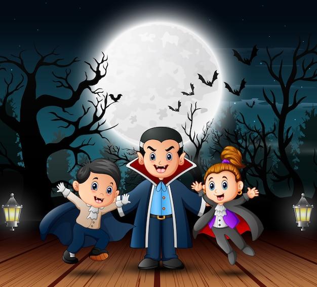 Família de vampiro no dia de halloween ao ar livre à noite
