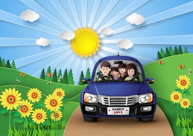 Família dirigindo carro.