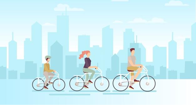 Família em bicicletas no fundo da grande cidade moderna pai, mãe e filho andando de bicicleta