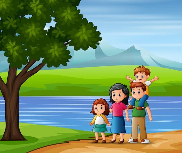 Família feliz ao ar livre, apreciando a vista da natureza