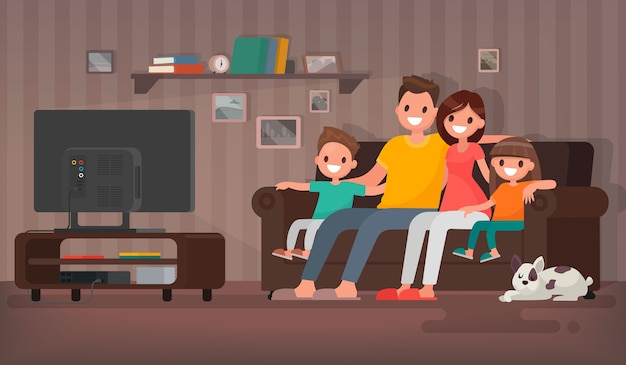 Família feliz assistindo televisão sentada no sofá em casa