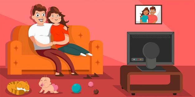Família feliz assistindo tv, sentado no sofá na sala de estar. cartoon ilustração plana do personagem homem, mulher e bebê no sofá.