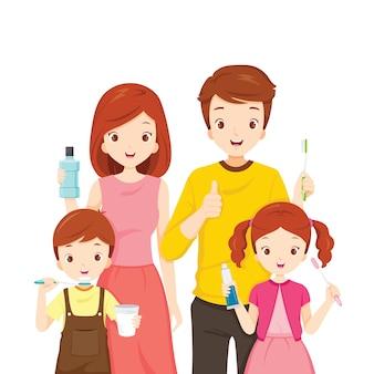 Família feliz com acessórios para limpeza de dentes