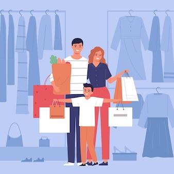 Família feliz com sacos de papel depois de fazer compras em loja de roupas e supermercado.