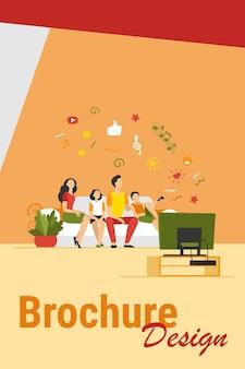 Família feliz dos desenhos animados assistindo televisão ilustração vetorial plana isolada juntos. mãe, pai e filhos relaxando no sofá em casa. conceito de tecnologia, estilo de vida e entretenimento
