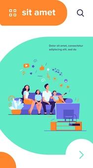 Família feliz dos desenhos animados assistindo televisão juntos ilustração vetorial plana isolada