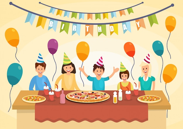 Família feliz dos desenhos animados está comendo pizza para aniversário