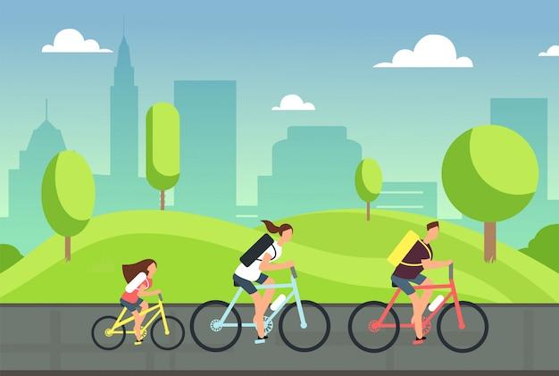 Família feliz em bicicletas. verão saudável que dá um ciclo com as crianças no parque. pessoas ativas andam de bicicleta. estilo de vida esportivo