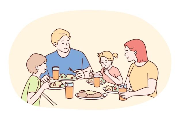 Família feliz jantando ou café da manhã juntos em casa.