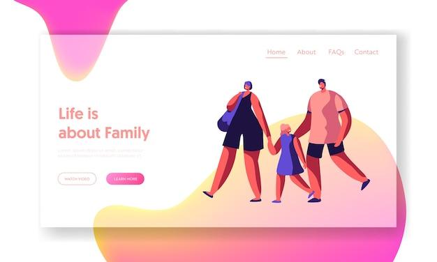 Família feliz na página inicial de compras. a mãe e o pai andam pelo site ou página da web da mão da filha. loja de casal alegre. saco de transporte da mulher. ilustração em vetor plana dos desenhos animados