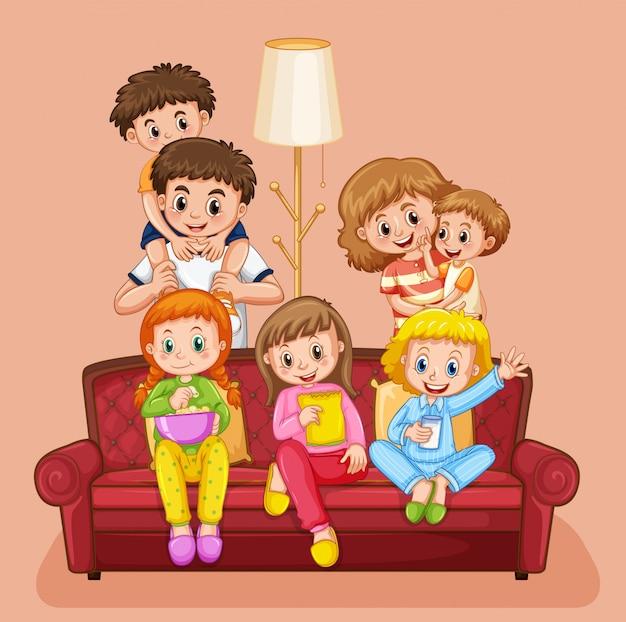 Família feliz na sala de estar
