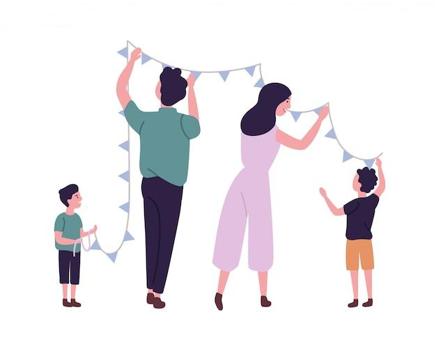 Família feliz pendurando bandeiras ou guirlanda de estamenha na parede. sorrindo, mãe, pai e filhos decorando a casa. personagens de desenhos animados engraçados bonitos isolados no fundo branco. ilustração plana.