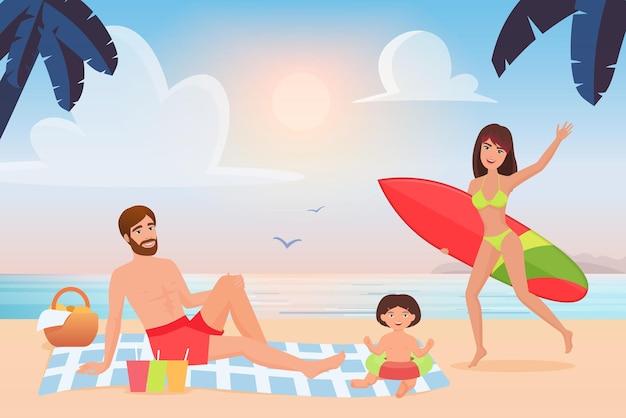 Família feliz se divertindo com uma mãe surfista de praia tropical com prancha de surf