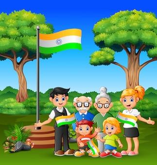 Família feliz segurando a bandeira da índia com orgulho no dia feliz da república
