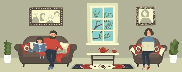 Família fica em casa. mãe trabalhando com o laptop, enquanto o pai cuida da filha lendo livro. mulher ocupada em trabalhos à distância online. freelancer feminino sentado em uma poltrona confortável.