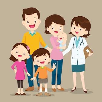 Família fofa com bebê e mulher médico
