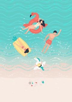 Família grande natação no mar perto da costa