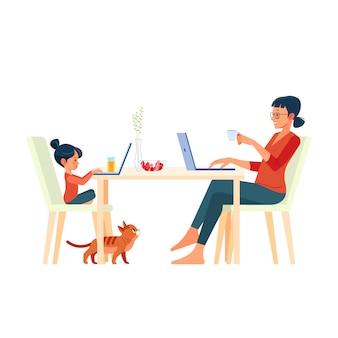 Família mãe e filha sentadas na mesa e trabalhando no computador em casa