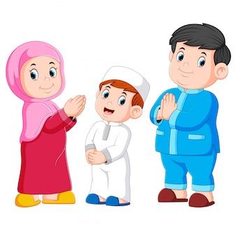 Família muçulmana feliz