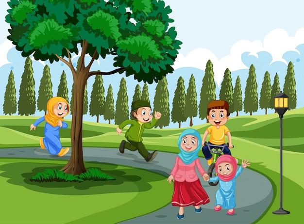 Família muçulmana no parque