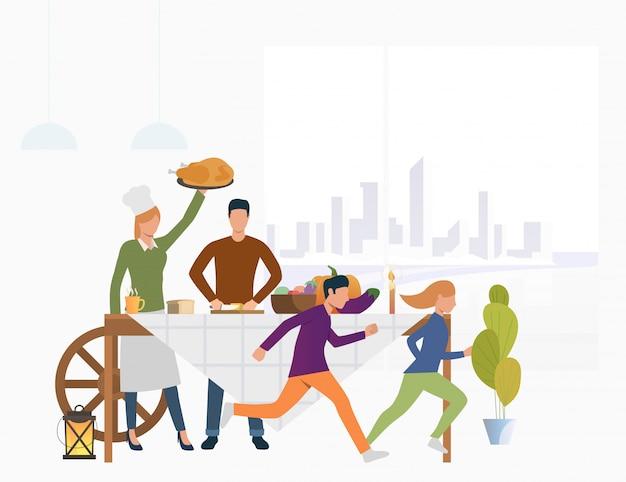 Família na mesa com comida de férias