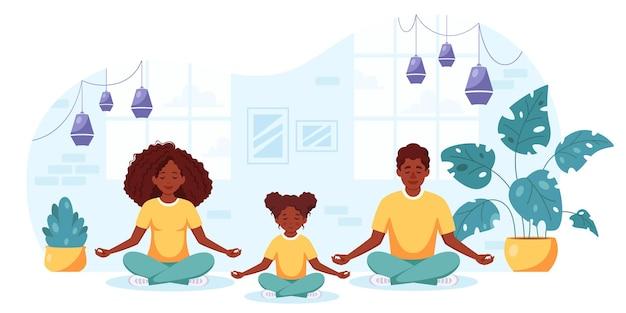 Família negra fazendo ioga em um interior aconchegante família passando um tempo junta