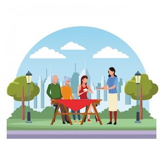 Família sem rosto comendo mesa ao ar livre