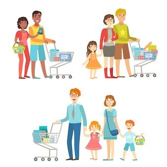 Famílias com carrinhos de compras no supermercado